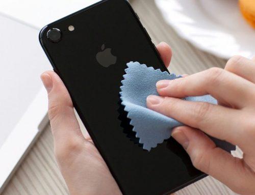 Na telefonu je več tisoč bakterij – kdaj si ga nazadnje razkužil?